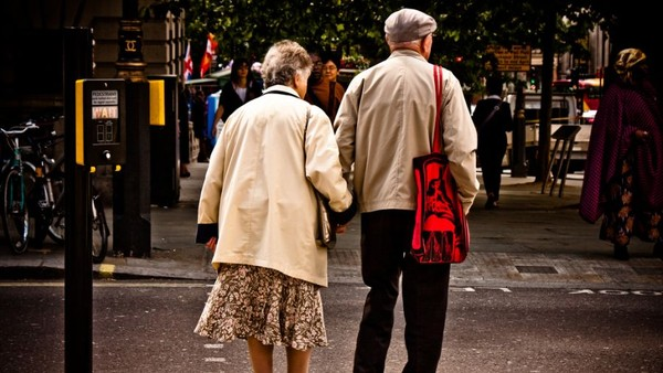 Older Brits 'as Confident as Youngsters' in Accessing the Web