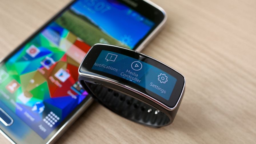 Consumers Hand Lukewarm Reception to Wearable Tech