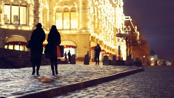 10 Digital Experts on How to Drive Sales Through the Festive Period