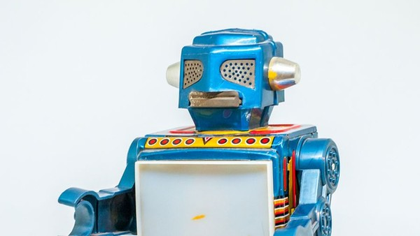 Humans vs Machines: Who's the Real Victor in Performance Advertising?